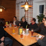 Reger Austausch Kulturinteressierter im Bramsau Bräu beim 1. Kulturstammtisch